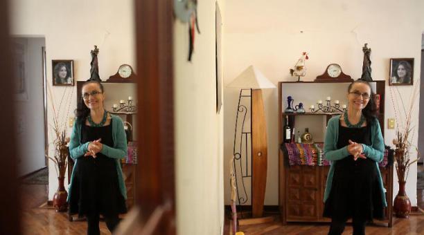La bailarina María Luisa González, en su casa en Quito. Foto: Julio Estrella / EL COMERCIO