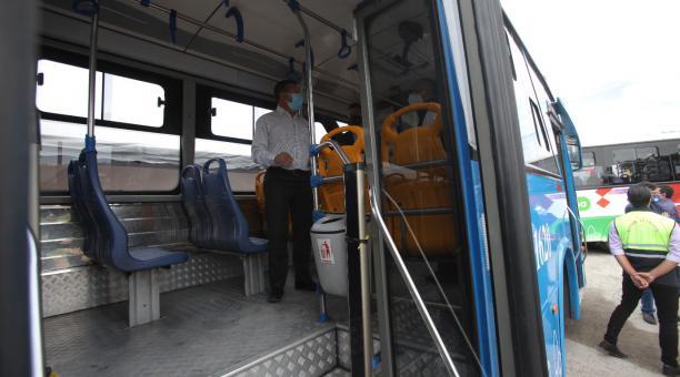 Las 60 unidades que pertenecen a la compañía Guadalajara fueron autorizadas desde este lunes 12 de abril del 2021, a subir la tarifa de transporte de 25 a 35 centavos. Foto: Julio Estrella / EL COMERCIO
