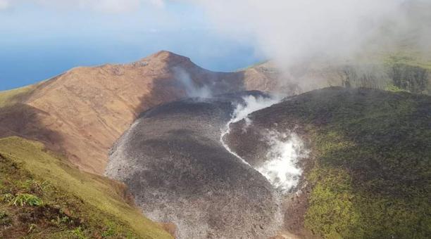 Una vista del volcán La Soufrière en San Vicente y las Granadinas. El Gobierno de San Vicente y las Granadinas ordenó este jueves evacuar parte de la primera de las islas de este pequeño territorio caribeño ante una inminente erupción del volcán La Soufri