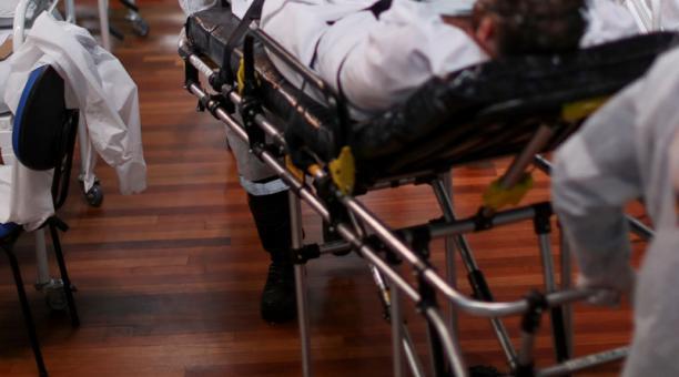 Imagen referencial. La mujer recibió una llamada de su esposo, en la que él le dijo que sería hospitalizado por covid-19. Foto: Reuters