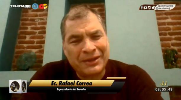 """El expresidente Correa dijo que en Pichincha y la Sierra Central algunos dirigentes de Pachakutik """"son los primeros en potenciar mitos"""" sobre la persecución a líderes indígenas. Foto. Twitter @UnCafeConJJ"""