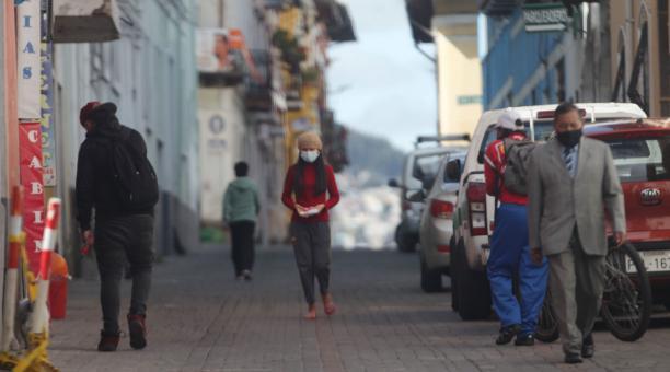 Uno de los hechos que causó mayor indignación a los vecinos de San Blas, en el Centro Histórico de Quito, fue el robo a un adulto mayor, a las 10:00 del domingo 4 de abril del 2021, el cual fue registrado en un video de 35 segundos. Foto: Julio Estrella /