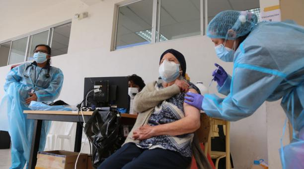 En el mundo se registraron casi 800 000 nuevos casos de covid-19 el 14 de abril del 2021, mientras avanza la vacunación en los países. Foto: Vicente Costales/ EL COMERCIO