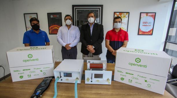 Háridas Mederos, Édgar Landívar, Vicente Adum y Carlos Villacís, de Open Venti, fabricante de ventiladores. Foto: Enrique Pesantes/ ELCOMERCIO