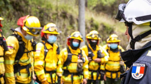 nos 300 bomberos de varias ciudades del país se capacitaron, con expertos internacionales, para buscar la certificación.   FOTO: Cortesía del Cuerpo de Bomberos de Cotacachi