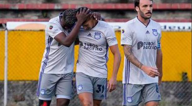 El festejo de Alejandro Cabezas de uno de sus tres goles en el triunfo de Emelec ante la Universidad Católica en Quito. Tomado de Emelec