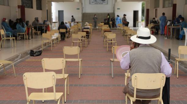 El Ministerio de Salud habilitó  54 puntos de vacunación a escala nacional. Foto: Vicente Costales / EL COMERCIO