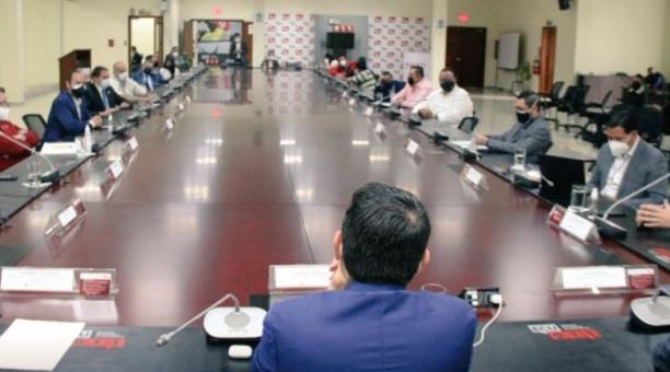 Las autoridades del COE Nacional, de la FEF, de la LigaPro y de los clubes han mantenido reuniones para aprobar el protocolo. Tomado de Twitter de @martinezjg