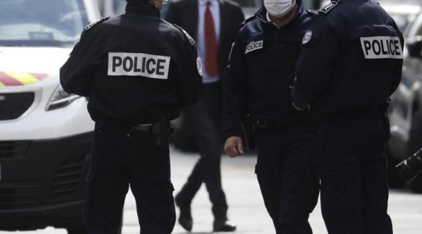 El Parlamento aprobó una polémica nueva ley en Francia que prohíbe publicar imágenes de los agentes de la Policía de ese país, que permitan identificarlos. Foto: EFE