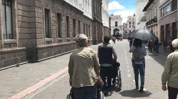 Los tours a visitantes extranjeros por el Centro Histórico de la capital cuentan con guías especializados. Foto: Cortesía Agencia Latin America For All.