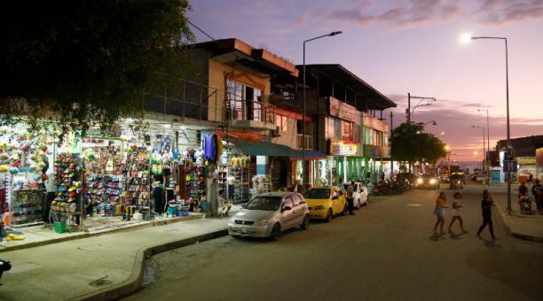 En el centro de Pedernales se han reconstruido edificaciones de uno y dos pisos, donde funciona el comercio.Foto: Diego Pallero /EL COMERCIO