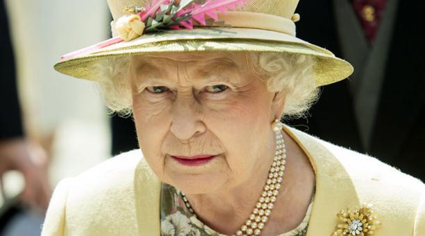 La reina Isabel hizo un cambio en la tradición para el funeral de su esposo, el Duque de Edimburgo, para evitar que el príncipe Harry quede expuesto a la prensa, tras renunciar a sus títulos reales. Foto: EFE