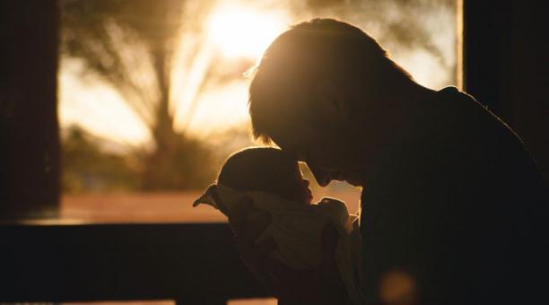 La depresión postparto también afecta a los padres, según los especialistas. Foto: Pixabay