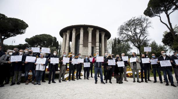 Unos 2 000 cadáveres se encuentran en los depósitos municipales de Flaminio y Verano, según las autoridades. Foto: EFE