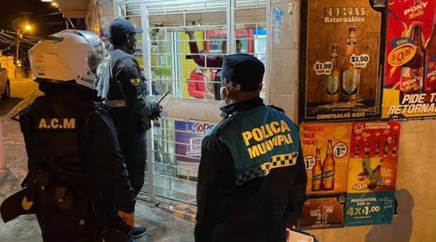 En Ibarra se realiza inspecciones para hacer cumplir las medidas vigentes dispuestas por el COE cantonal. Foto: Cortesía / Municipio de Ibarra