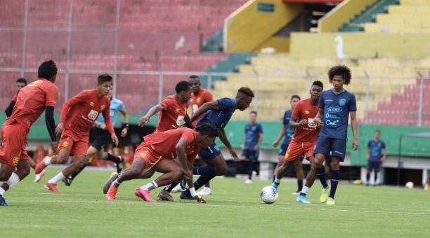 La Selección Sub 20 de Ecuador, dirigida por Jorge Célico, participará en el campeonato nacional. Tomado de la FEF
