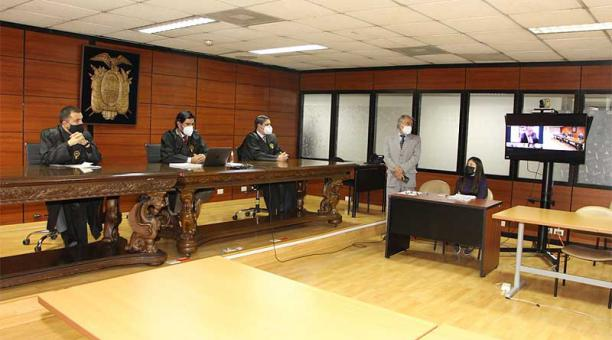 La audiencia de juicio contra tres personas acusadas de delincuencia organizada en el caso Hospital de Pedernales se instaló este 16 de abril del 2021. Foto: Twitter Fiscalía