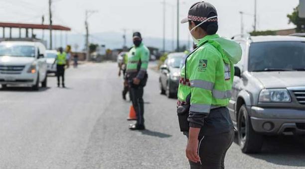 La circulación en Portoviejo desde este 16 de abril será hasta las 20:00. Agentes realizan operativos. Foto: cortesía Municipio de Portoviejo
