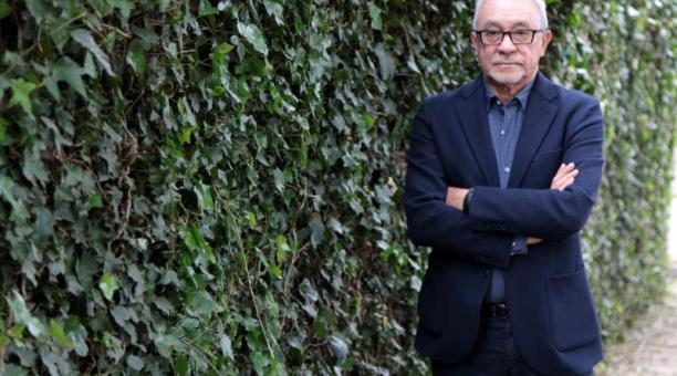 El sociólogo Julio Echeverría, en los jardines de la Flacso.Foto Galo Paguay / EL COMERCIO