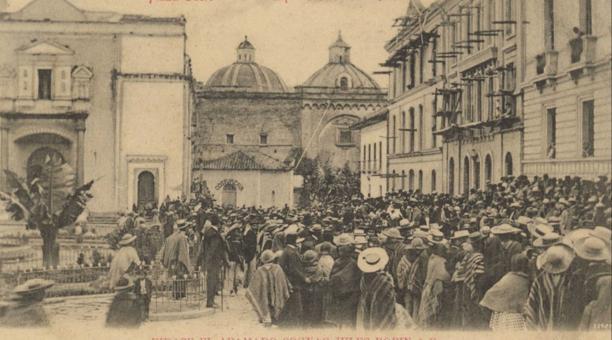 Instituto Nacional De Patrimonio Cultural Estampa de 1890 de la actual plaza de Santo Domingo. García Moreno vivía en las calles Guayaquil y Rocafuerte, y las ejecuciones se hacían frente a su casa.