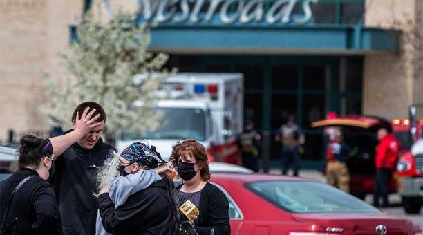 Una de las personas heridas se encuentra en estado grave tras el tiroteo en un centro comercial de Omaha, en el estado de Nebraska. Foto: https://omaha.com