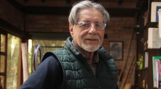 Fernando Vega (Cuenca, 1946) fue ordenado sacerdote católico en 1973 y en 2010 fue suspendido. Foto: Xavier Caivinagua para EL COMERCIO
