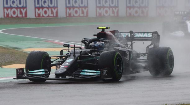El piloto finlandés de Fórmula Uno Valtteri Bottas de Mercedes-AMG Petronas en acción durante el Gran Premio de Fórmula Uno de Emilia Romagna en el circuito de Imola, Italia, el 18 de abril de 2021. (Fórmula Uno, Italia) EFE