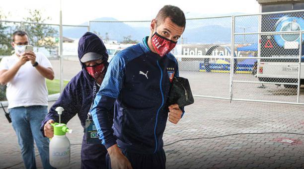 El golero Adrián Gabbarini será el titular de los albos en el duelo frente al Binacional de Perú. Foto: Prensa LDU.