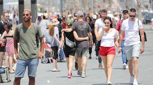 En Israel ya no es obligatorio el uso de mascarilla al aire. Foto: EFE