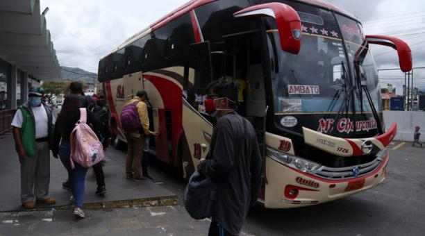 La Federación de Transportistas de Pasajeros anunciaron la paralización del servicio de sus unidades para el lunes 19 de abril del 2021. Foto: Glenda Giacometti/ EL COMERCIO