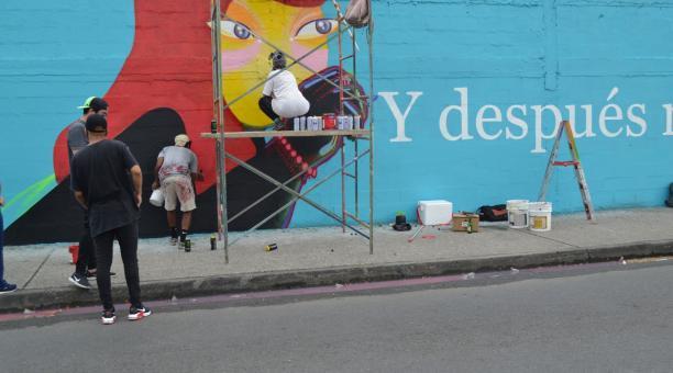 Artistas urbanos pintaron los murales en paredes del proyecto Letras Vivas. Foto: Alcaldía de Guayaquil