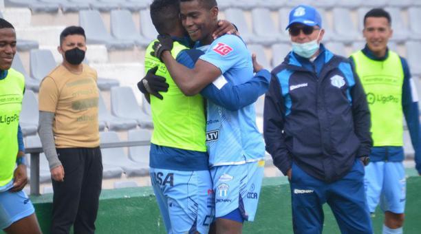 Segundo Portocarrero festejando el gol que anotó con Macará, ante Orense. Foto: Twitter Macará