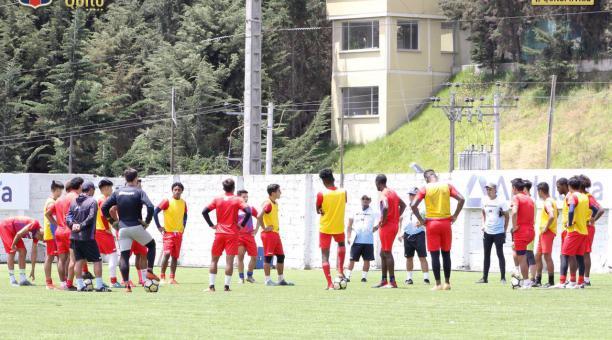 Deportivo Quito, durante una práctica en su complejo deportivo. Foto: Twitter @SDQuito