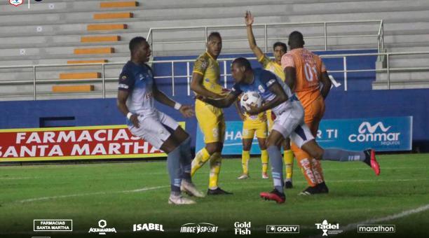 Vinicio Angulo anotó el gol del Manta, frente a Delfín. Foto: Twitter del Manta