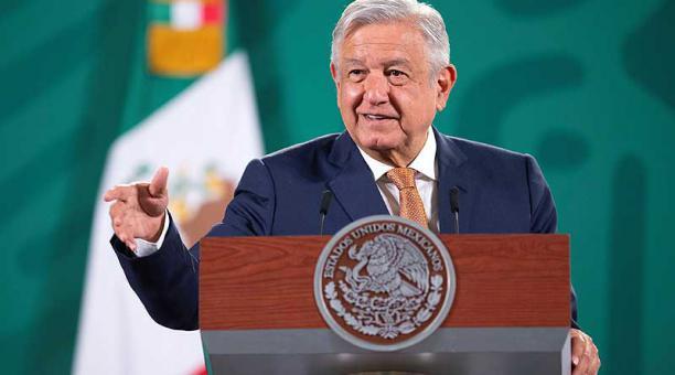 En conferencia de prensa, López Obrador resaltó la importancia de protegerse con la vacuna. Foto: EFE / Presidencia de México