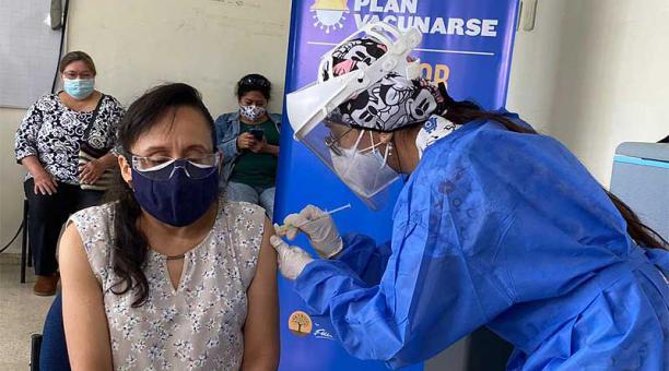 La Universidad Politécnica Salesiana, en el sur de Guayaquil, fue uno de los puntos donde se vacunaron maestros entre el viernes 16 y el domingo 18 de abril del 2021. Foto: cortesía Educación Zona 8