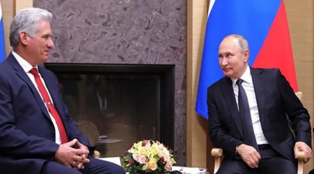 El presidente de Cuba (izq) Miguel Díaz Canel y su homólogo Putin en una reunión del 8 de octubre del 2020. Foto: Twitter @RadioSantaCruz_