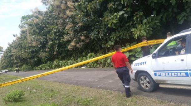 La zona del accidente en donde falleció el policía fue cercada por agentes. Foto: El Diario (Manabí)