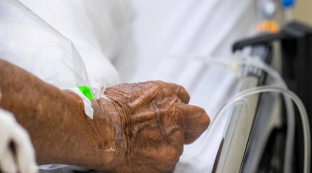 El aumento de los contagios ha provocado que crezcan las listas de espera de quienes requieren terapia intensiva.