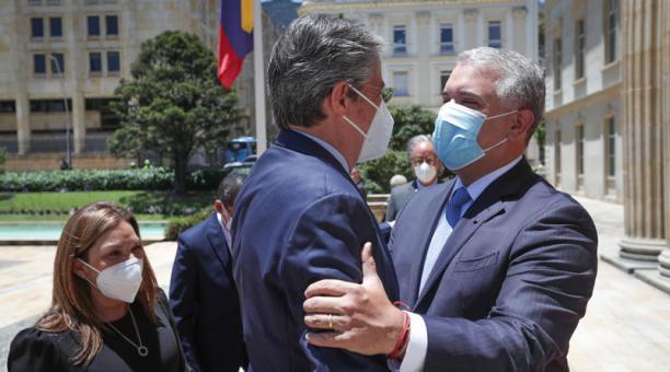 El presidente electo de Ecuador, Guillermo Lasso, y el primer mandatario de Colombia, Iván Duque, se reunieron el martes 20 de abril del 2021 en Bogotá. Foto: Cortesía