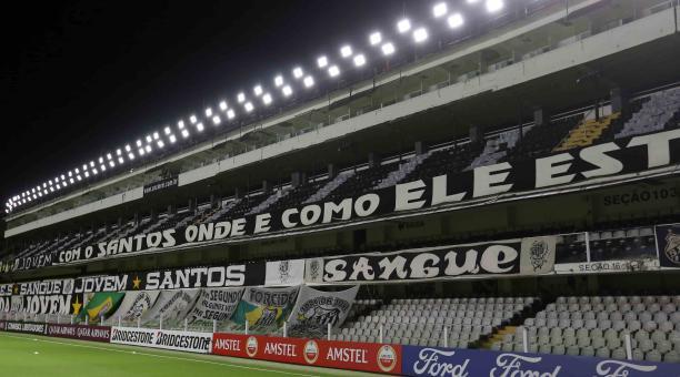 El estadio Urbano Caldeira acoge el partido entre Santos y Barcelona, por la Copa Libertadores. Foto: EFE