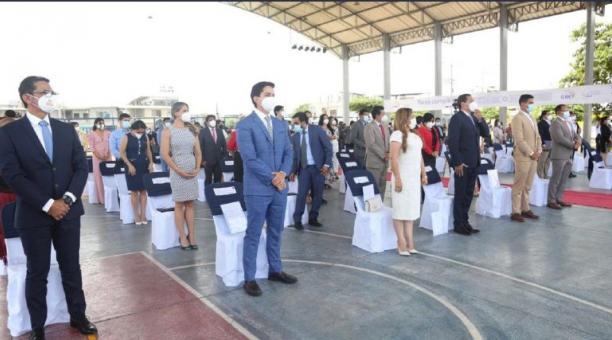 Seis asambleístas de Los Ríos (primera fila) recibieron ayer credenciales. Sus agrupaciones hablan sobre el diálogo.