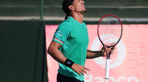 Emilio Gómez quedó fuera del Challenger de Salinas, en primera ronda. Foto: Facebook del Challenger de Salinas