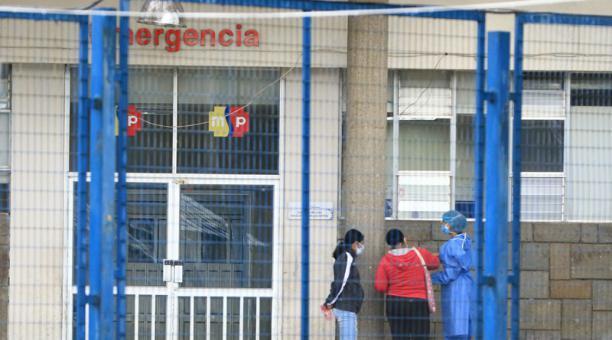 Las personas infectadas de covid-19 en Ecuador acuden a hospitales públicos y del Seguro Social para buscar espacio en una Unidad de Cuidados Intensivos. Foto: Lineida Castillo/ EL COMERCIO