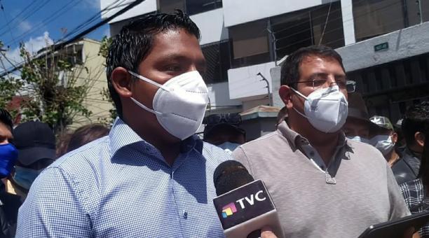 Representantes de Unes llegaron el 21 de abril del 2021 a las oficinas del TC en Quito. Foto: Cortesía