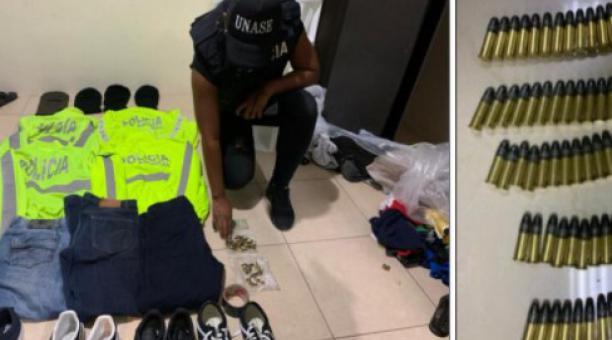 Agentes de la Unase hallaron uniformes de policías y municiones, durante el rescate a una persona secuestrada en Samborondón. Foto: Cortesía