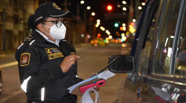 Los conductores sancionados fueron multados por violar las restricciones vehiculares, dispuestas para frenar el avance del covid-19. Foto: Cortesía