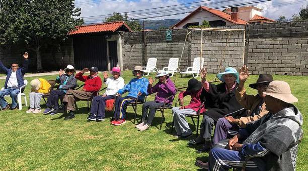 Adultos mayores del centro Mi Amigo Divino (Valle de Los Chillos) realizaron actividades lúdicas este miércoles 21 de abril del 2021. Foto: cortesía