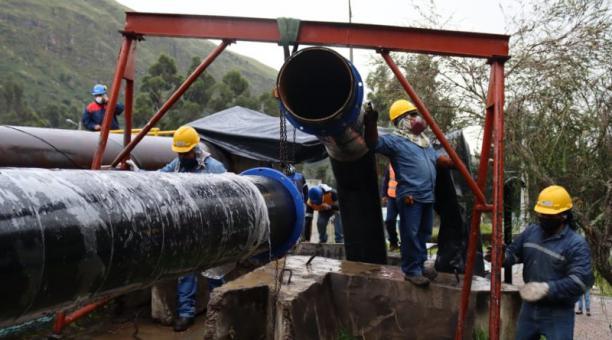 Los primeros trabajos en la planta de tratamiento de Paluguillo, vía a Papallacta, finalizaron la madrugada de ayer, miércoles 21 de abril.  Foto: Cortesía