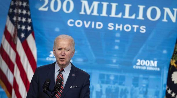 El presidente Joe Biden dijo que EE.UU. espera enviar vacunas a varios países, pero por el momento no es posible. Foto: EFE